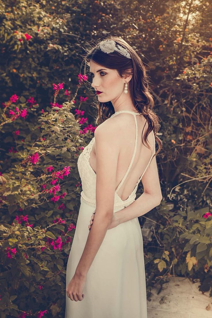 Una espalda bien sexy. #boxinwhite #vestidodenovia #novias #weddingdress #brides #weddingphotography #weddingstyle #romanticstyle #headpiece #weddingideas #lace #espaldasexy
