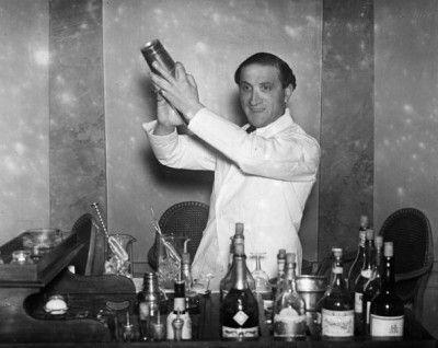 A cocktail waiter at Hector's Devonshire Restaurant (c.1930)