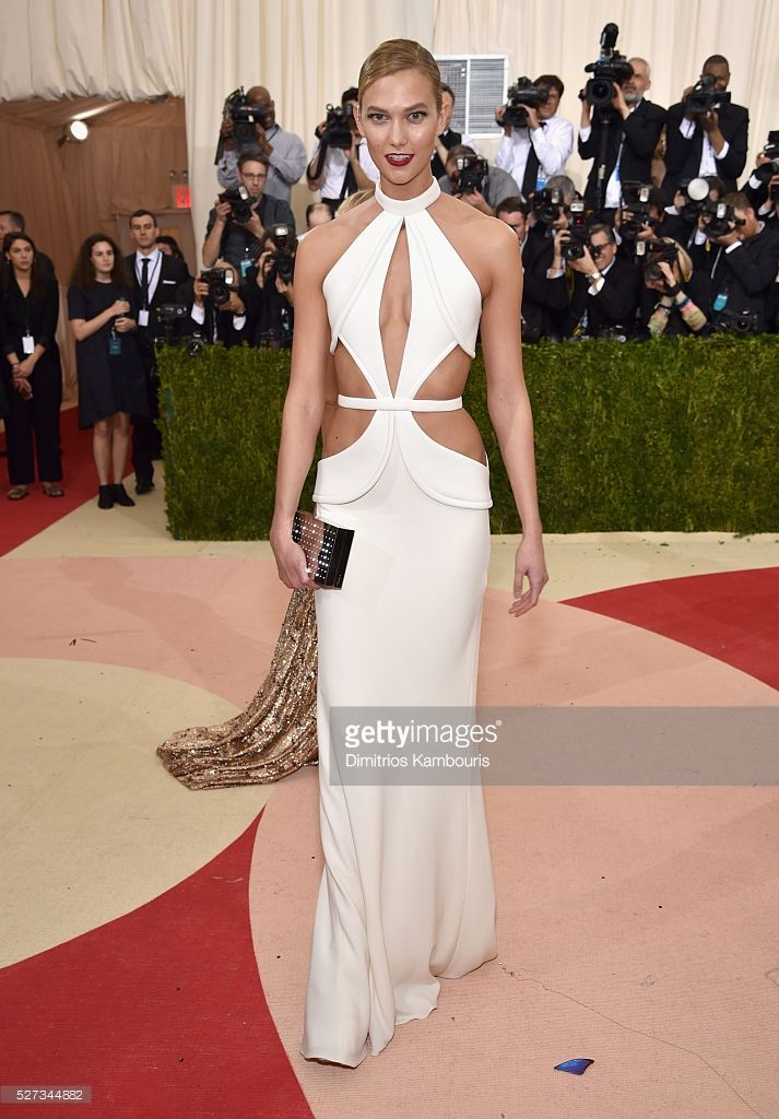 Karlie Kloss attends the 'Manus x Machina: Fashion In An Age Of Technology' Costume Institute Gala at Metropolitan Museum of Art on May 2, 2016 in New York City.