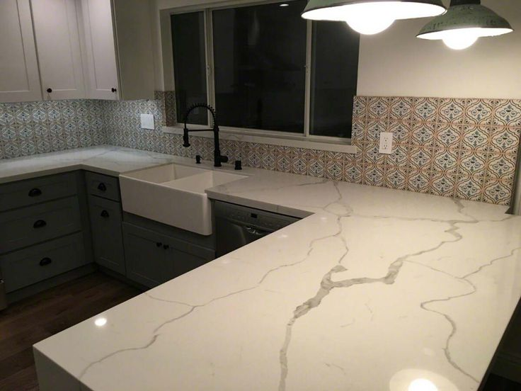 calacatta classique quartz quartz countertop and backsplash