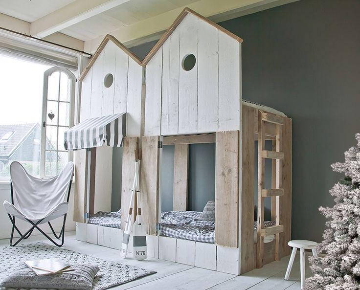 Det er koselig med innebygde senger. Som små huler man kan sove trygt i.   Jeg har vært på utkikk etter slike senger og fant disse hos Best ...