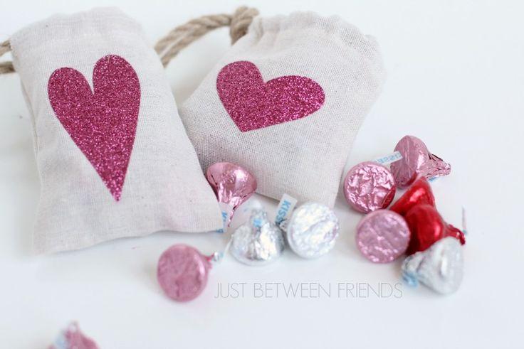 Free Sewing Pattern - Valentine Goodie Bag Idea