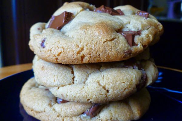 Soft and chewy chocolate chip cookies (with instant vanilla pudding ...