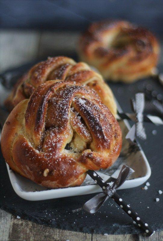 Schoko- & Zimtknoten aus Hefeteig Rezept für Zimtknoten oder Zimtschnecken Frühstücksteilchen Brunch Partysnack
