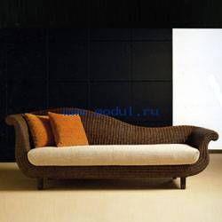 Плетеный диван Nuvola от итальянской фабрики Corazzin отвечает требованиям комфортной жизни и экодизайна.