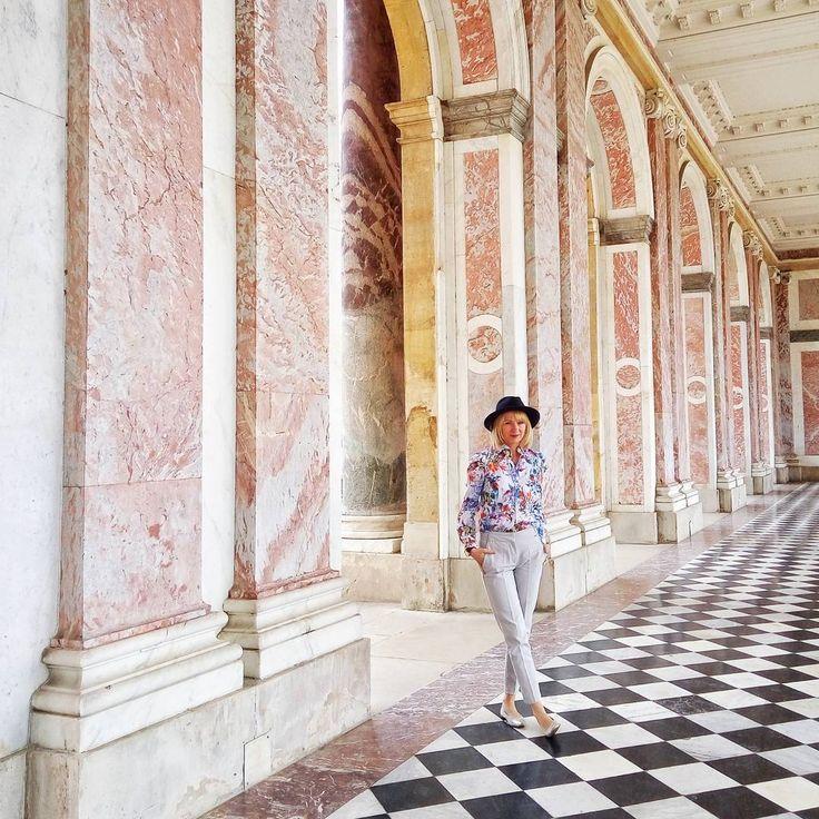 Piękny dzień w Wersalu . . . . . . . . #francja #france���� #france #wersal #versailles #grandtrianon #paris #paryż #wolczanka #pieknemiejsce #beautyfulworld #beautyfulplace #palast #instaphoto #ootd #instatravel #instatrip #landscape #lovlyday #lovlytime #familytravel #parc #instapassport #aroundtheword #travelblogger #traveltips #holidays http://tipsrazzi.com/ipost/1504576813937320824/?code=BThVKQEBeN4