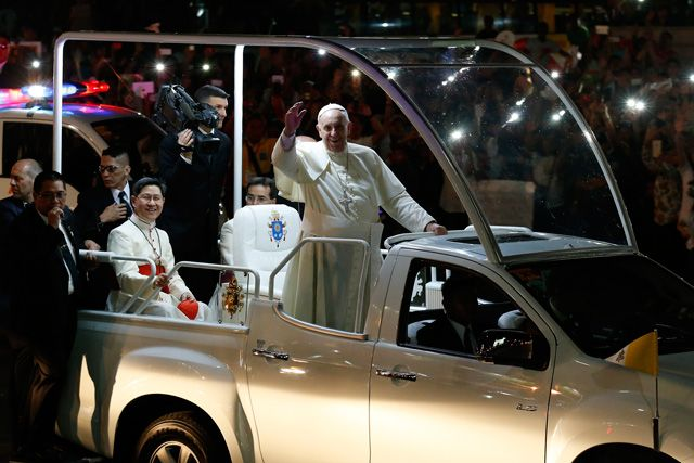 WHAT FILIPINOS SAW. On his way to the Apostolic Nunciature for his first night in the Philippines, Pope Francis riding on his 'popemobile' waves to well-wishers along a street in Manila on January 15, 2015.