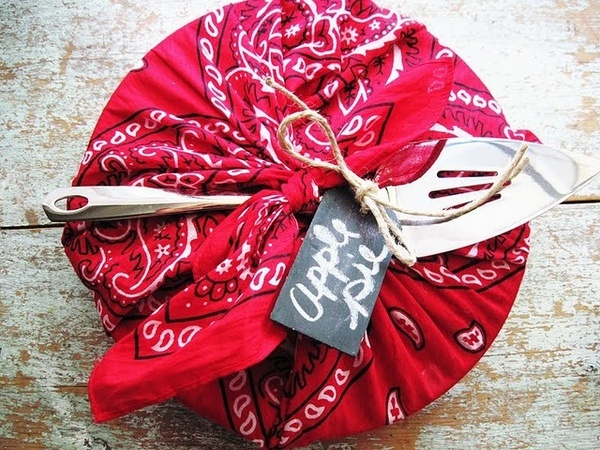 Spring!Summer!!  Bandana Season is here! Lots of bandana crafts here!!!: The Knot, Bandanas Crafts, Apples Pies, Bandanas Wraps, Gifts Ideas, Gift Ideas, Gifts Wraps, Blue Bandanas, Apple Pies