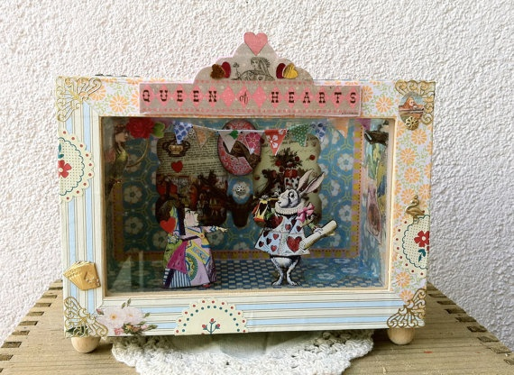 Shadow Box Diorama  Queen with no kingdom by BatiscafoMonoplacido, €75.00