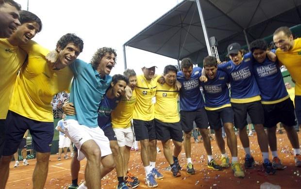 Dupla triunfa e, nove anos depois, Brasil retorna à elite da Copa Davis  Bruno Soares e Marcelo Melo confirmam favoritismo e fazem 3 a 0 na série melhor de cinco contra a Rússia em São José do Rio Preto (SP)