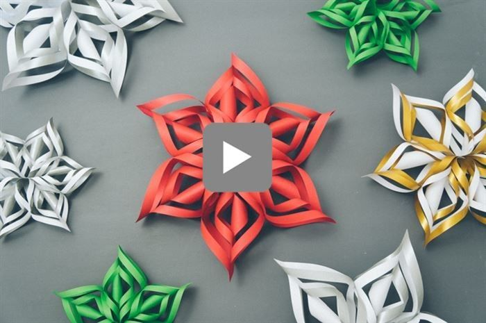 I Love This! Definitely going to try... Precious 3D Paper Snowflakes