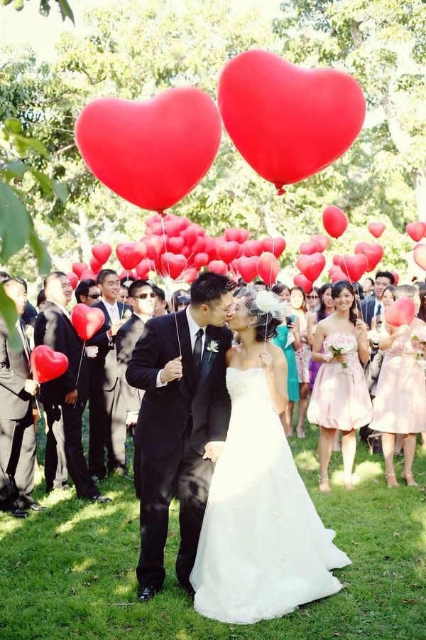 Heart-shaped balloons are a wonderful addition to a Valentine's Day weekend #wedding.