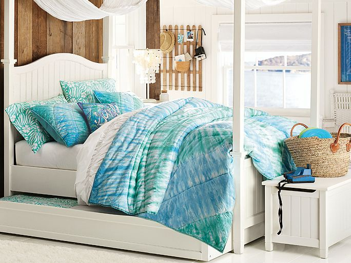 Rooms With Canopy Beds: Beachy Girl's Room Ideas