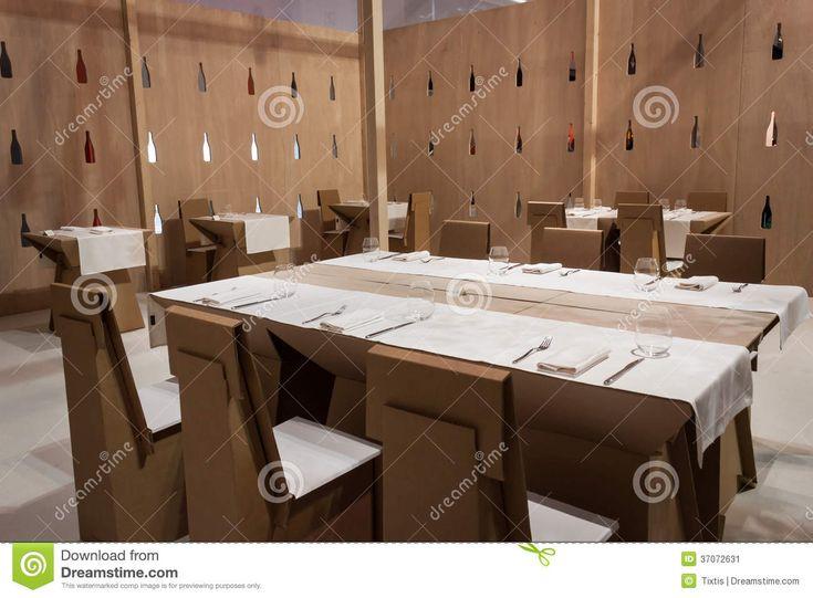 Ristorante Con Le Tavole E Le Sedie Del Cartone A HOMI, Manifestazione Internazionale Domestica A Milano, Italia Fotografia Editoriale - Immagine: 37072631