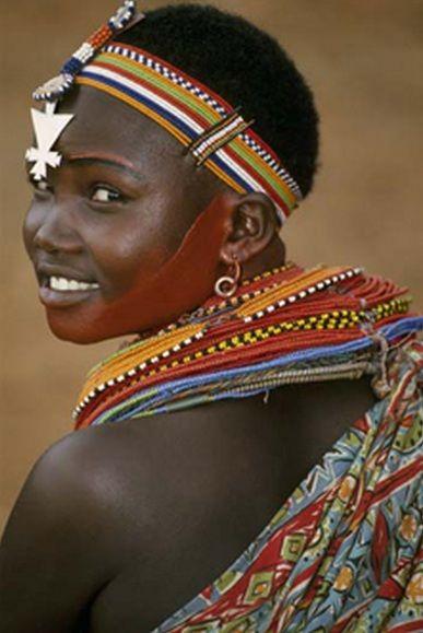 Africa | Samburu woman. Kenya | Dos & Bertie Winkel