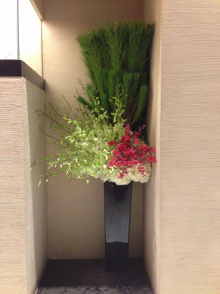 ウインドー新春ディスプレイです。花が咲き誇っています。松に鶴、梅にうぐいす。 さくら、藤にほととぎす。 菖蒲、牡丹に蝶。 菊に盃、もみじに鹿。花かるたって今回まじまじ見ましたが力があります。 ...