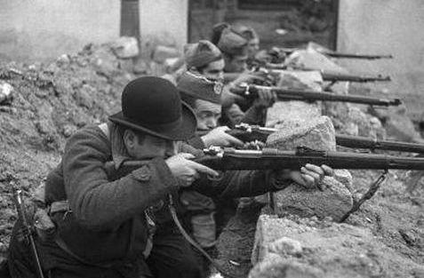 Spanish Civil War: defenders of Madrid, 1936.Esto es real, ropa de combate...
