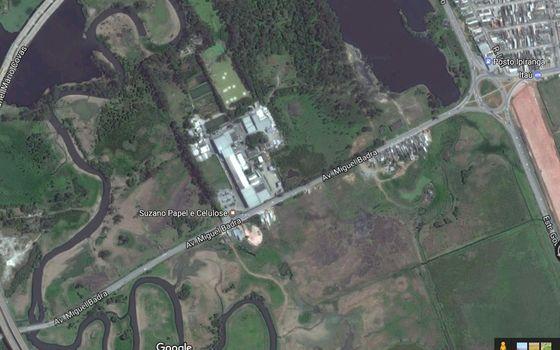 Imagem de satélite de Suzano (SP), próximo a rio Tietê. Mudanças em mapas alteram a proteção ambiental em região próxima a uma unidade industrial da Suzano Papel e Celulose (Foto: Reprodução)