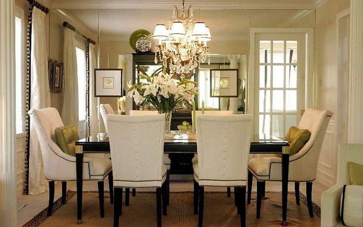Love this dining room.  Maybe minus the wall to wall mirror, though.