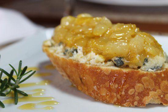 Bruschetta de Pêra com Gorgonzola e mel de entrada