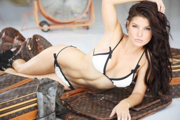 Amanda-Cerny-bikini.jpg (600×400)
