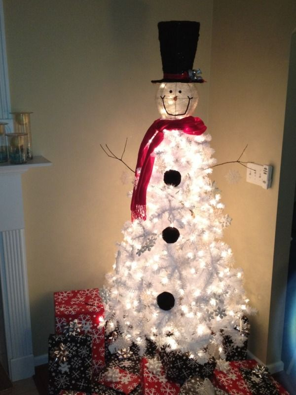 Snowman tree.....okay, I guess I need to buy a bigger house so I can have more Christmas trees :-)