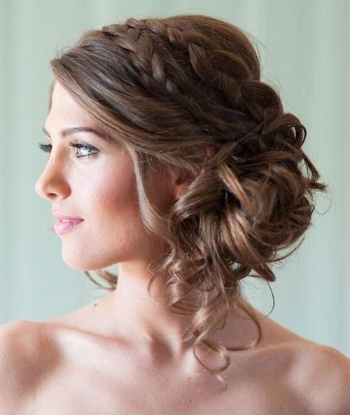 215 best Low curly buns to the side images on Pinterest | Wedding ...
