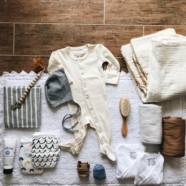 hospital bag checklist - Fin & Vince Blog @maklemg Baby items, going home outfit
