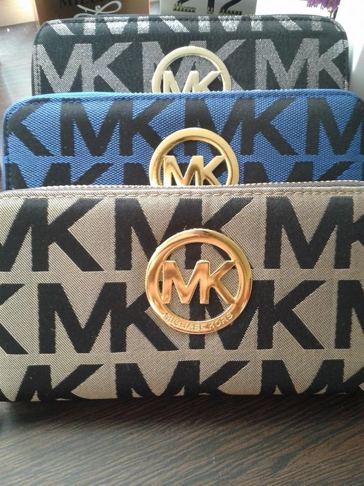 Billetera MK con doble cierre. Compartimiento para monedas, tarjestas, efectivo. Herrajes de metal dorado.