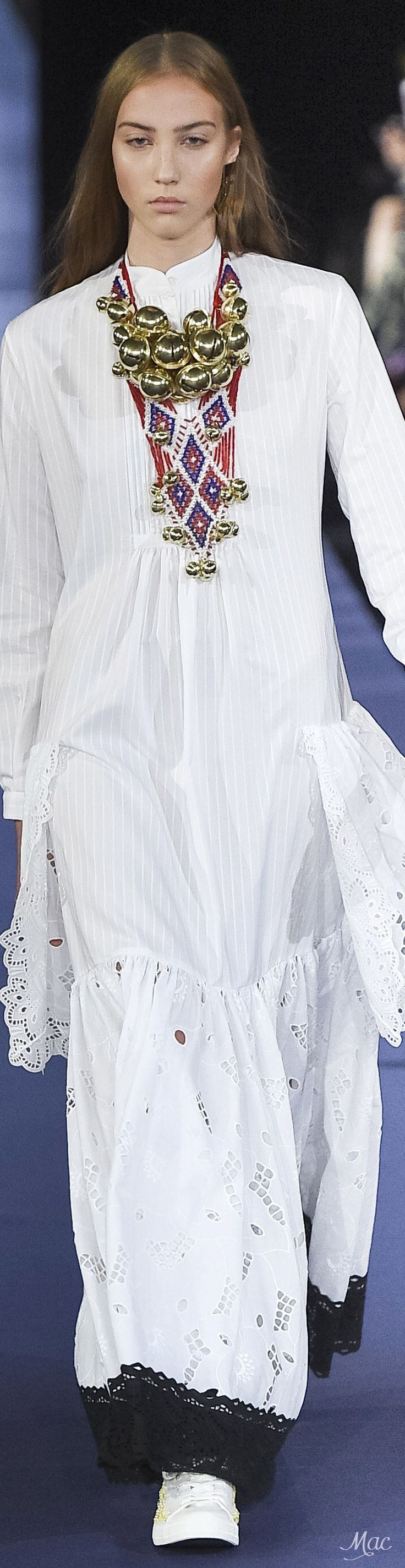 Spring 2017 Ready-to-Wear Alexis Mabille