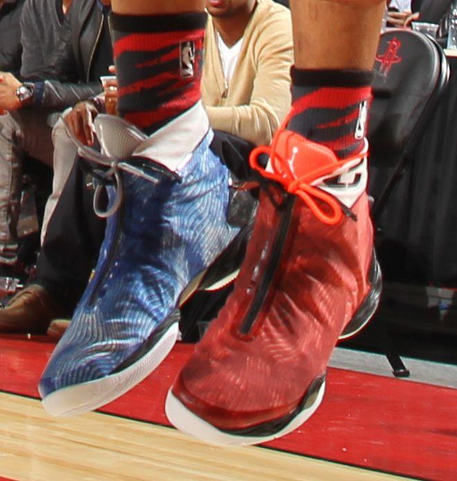 Russell Westbrook cambió sus Nike Jordan Brand con estilo reptil por... ¡una de color diferente en cada pie!