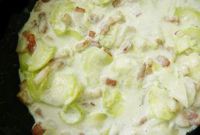 Courgettes à la carbonara légère WW, recette d'un bon plat facile et rapide à préparer, idéal à servir avec du riz ou des pâtes pour un repas léger et complet.