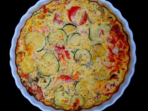 Flan de tomates, courgettes et thon : Recette de Flan de tomates, courgettes et thon - Marmiton