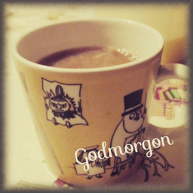 Godmorgon🙋😃Gott med kaffet😄Fortfarande rätt så kallt -18.. brrr...Inte alls bra för reumatismen😔Blir en mysdag💚💛 Ha en fin Trettondag🌌🌟🎶 #hemmaigränlandet #kaffedetbästaär #gottpåmorgonen #reumatism #trettondag