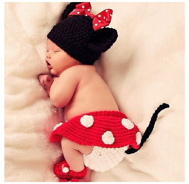 I want this for my future baby! So precious. Knitted Minnie Mouse