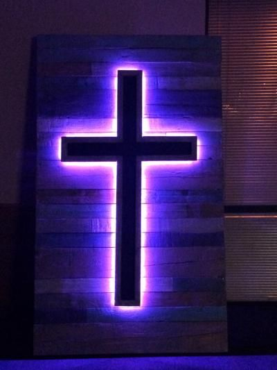 Pallet Stage Art – LED Crosses