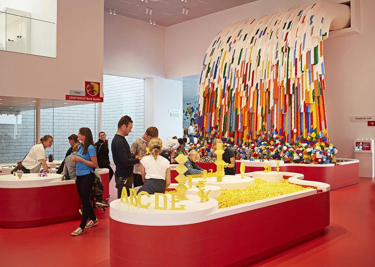 La casa de Lego (Lego House), junto al parque Legoland en la ciudad de Billund en Dinamarca, es el último proyecto del estudio de Bjarke Ingels.