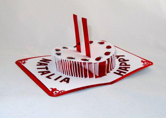 Joyeux anniversaire 3D Pop-Up gâteau w/bougies, cartes de voeux et Décor à la maison. Coupe à la main à la main en rouge vif brillant blanc. Commande à façon. OOaK.   Cest vraiment un grand « Conversation Piece » et une pièce maîtresse real et est lié à attirer lATTENTION chaque fois quil est affiché.  VOUS CHERCHEZ UNE PIÈCE UNIQUE TRÈS INHABITUELLE DE LART À DONNER À VOTRE MEILLEUR AMI, FIANCÉ , FEMME, MARI, FILS, FILLE, MÈRE, PÈRE, GRANDS-PARENTS OU JUSTE POUR QUELQUUN DE SPÉCIAL POUR...