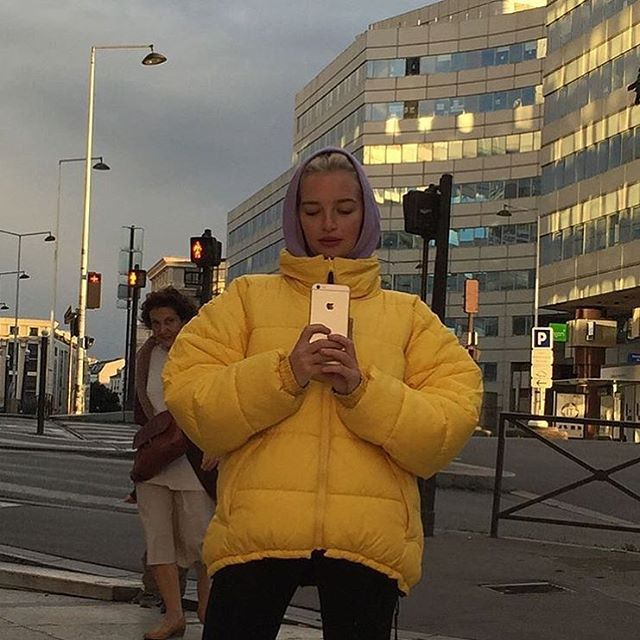 Koop gewoon een tyfus grote gele jas en call if fashion
