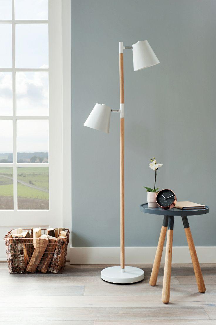 Mooie designs van Leitmotiv: lamp en tafeltje met houten poten #wood