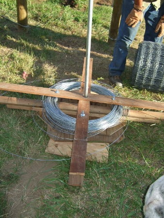Build Your Own Horizontal Spinning Jenny With Extra Long Arms For Spiining Out High Tensile Wire Used In Fence Building And Repai Diy Fence