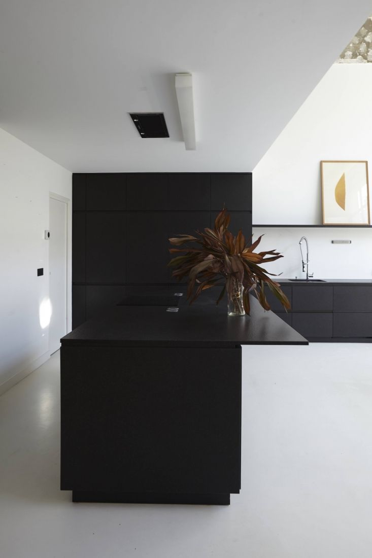 Sisto studios appartement e in paris minimal kitchen design minimalist kitchen black granite kitchen