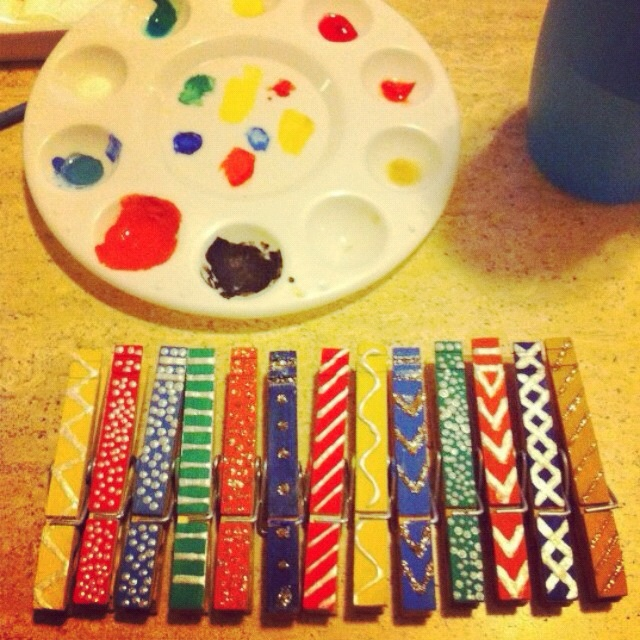 Painted clothes pins :o)
