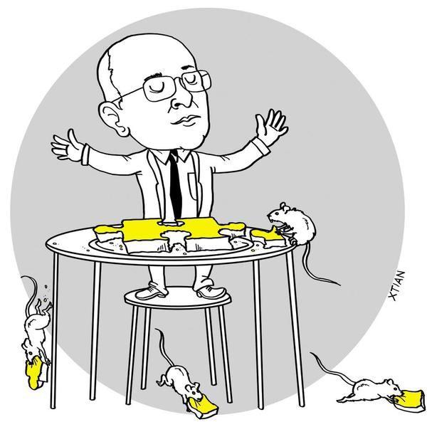 17 de Septiembre de 2015  El Fiscal alimentando a las ratas, como si repartiera trosos de la fiscalia.