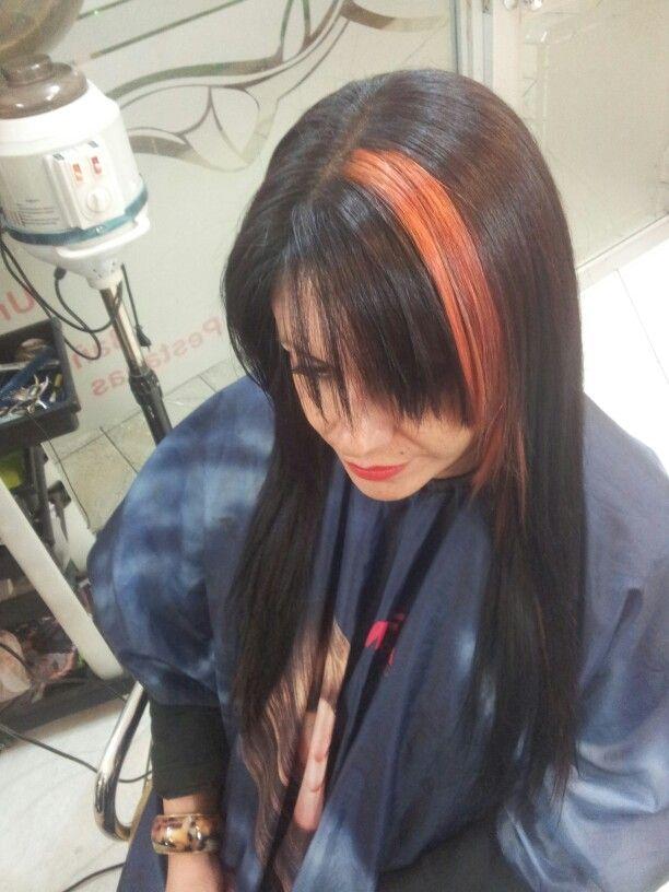 Pelo negro - mecha naranja