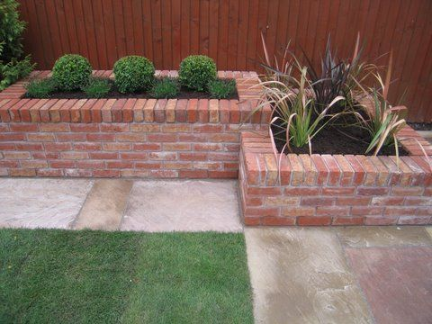 Best 25 brick planter ideas only on pinterest brick for Yard planter ideas