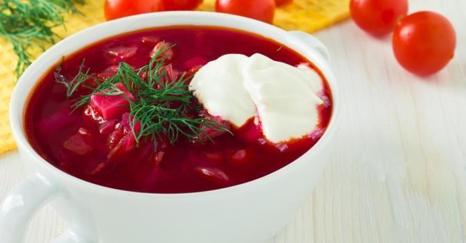 Recette de Gaspacho fuchsia de tomate à la betterave minceur. Facile et rapide à réaliser, goûteuse et diététique.