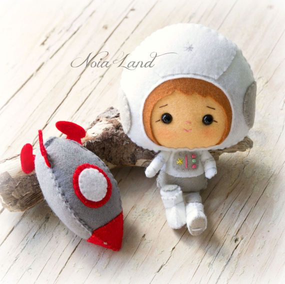 PDF. Astronaut with space rocket. Plush Doll Pattern por Noialand