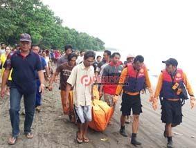 Jenazah Nelayan Hilang Akhirnya Ditemukan - http://denpostnews.com/2017/08/18/jenazah-nelayan-hilang-akhirnya-ditemukan/