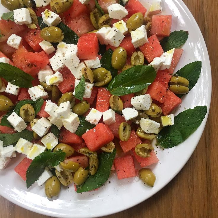 I THOUGHT IT WAS SUMMER and made this watermelon feta mint and olive salad to take to a friend's BBQ. I thought it would be really refreshing but in British Bank holiday style it's been raining! But still loving this particularly as the watermelon is uber sweet and the Greek EVOO is from my parent's friends olive groves and mint from my mum's vegetable garden. . . . . . #summerplate #bbq#healthyfood #healthychef #urbankitcheneats #sexysalads #eattherainbow #eatmoreplants